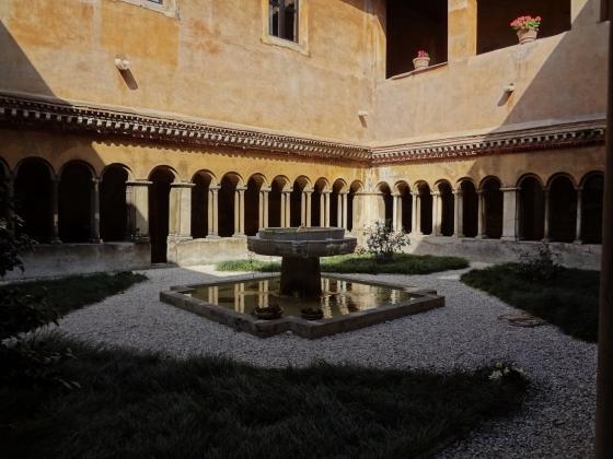 664 Santi Quattro Coronati Chiostro.jpg