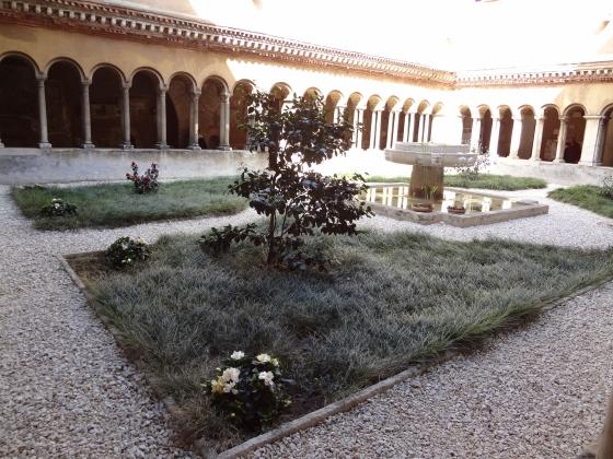 665 Santi Quattro Coronati Chiostro.jpg