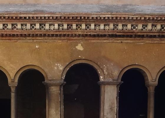 670 Santi Quattro Coronati Chiostro.jpg
