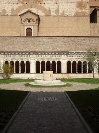 692  San Giovanni in Laterano - Chiostro.jpg