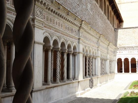 695  San Giovanni in Laterano - Chiostro.jpg