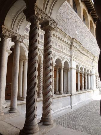 696  San Giovanni in Laterano - Chiostro.jpg