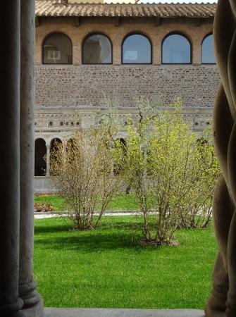 699   San Giovanni in Laterano - Chiostro.jpg