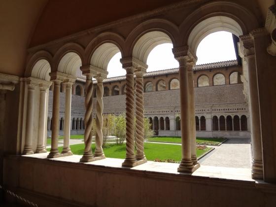 700  San Giovanni in Laterano - Chiostro.jpg