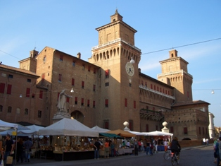 Ferrara24Castello1small.jpg