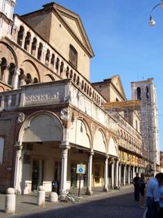 Ferrara9portico1small.jpg